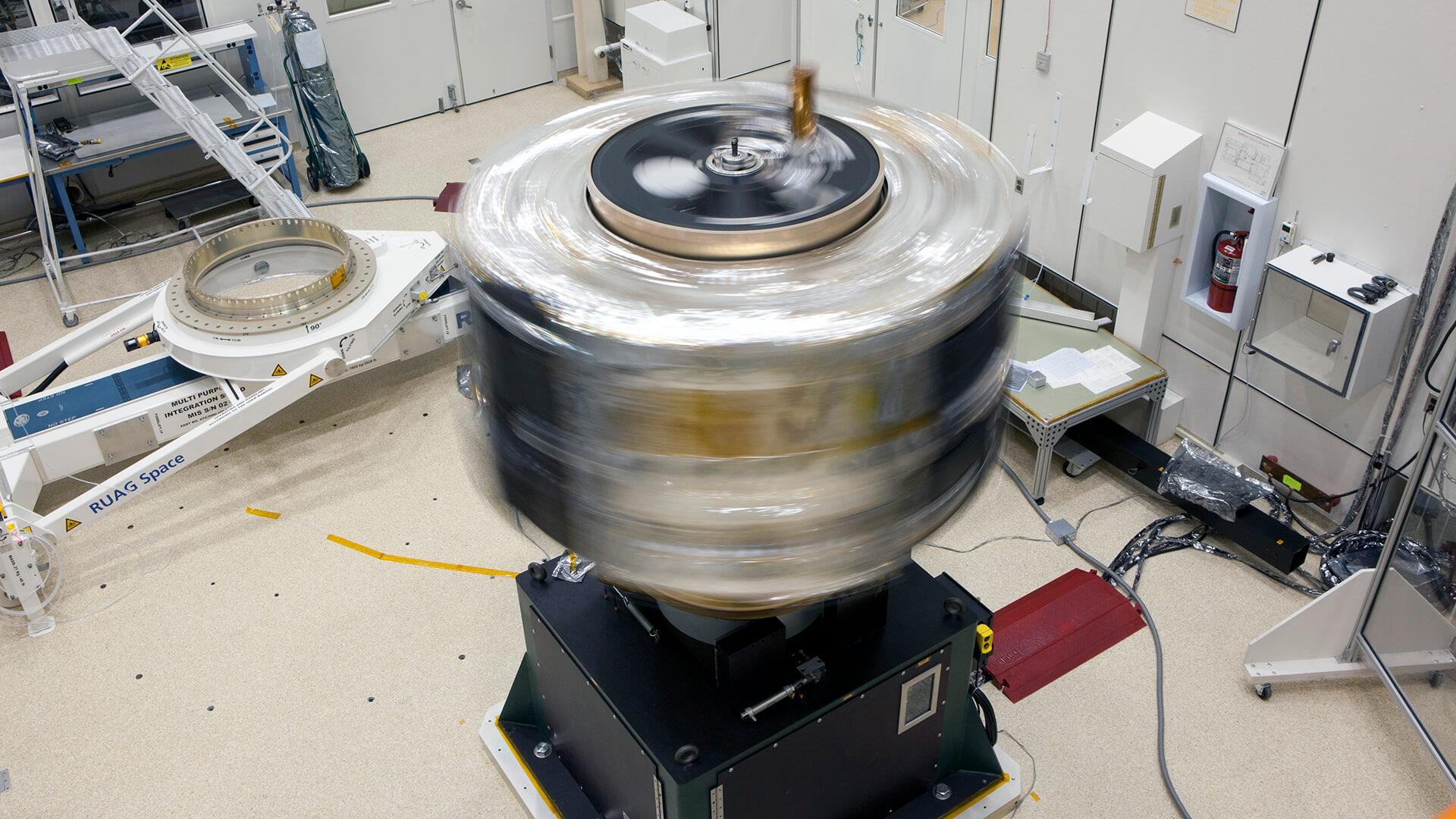 Large spinning mechanism, testing the structural stability of spacecraft parts